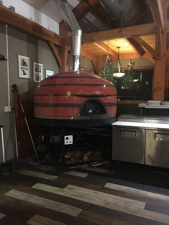 TimberCreek Tap and Table: Pizza oven