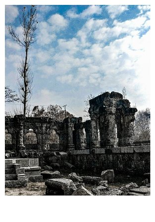 """Kashmir, Indien: """"The bleached pages of history"""" Location : The oldest Sun temple in India, Martand/ District Anantnag"""