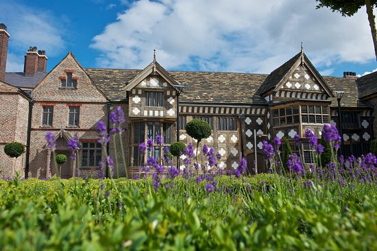 ‪Ordsall Hall‬