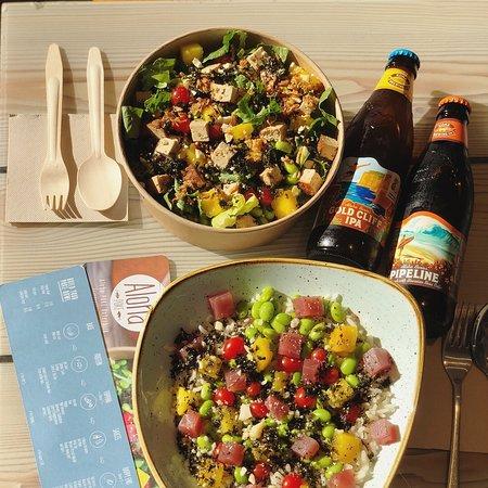 Liquid Aloha in der Kombination mit einer köstlichen Bowl. Unser Bier kommt direkt aus Hawai - sechs Sorten gibt es bei uns in der Bar.