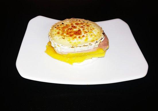 La Taberna de Noa: milhoja de foie mango y, rulo de cabra caramelizado
