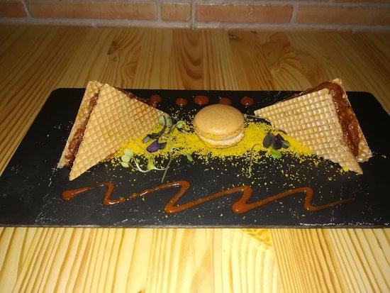 La Taberna de Noa: corte de presa iberica y macaron de foie