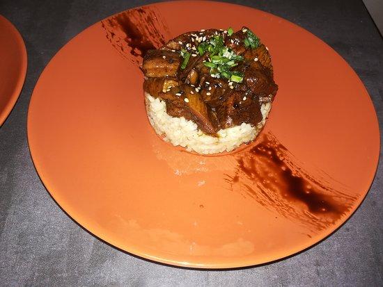 La Taberna de Noa: pollo yakitori con arroz jazmin