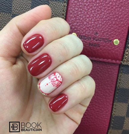 Toronto, Canadá: Red nails with design