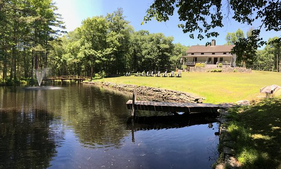 Pond and Farmhouse at Three Hammers Winery