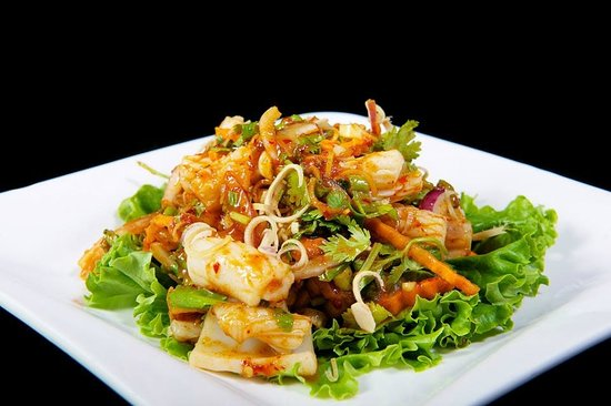 Tarin Thai Cuisine: Plah Muk~  Calamari Salad with Fresh Mint Leaves, Onions, Lemons, and Chili Sauce over Salad