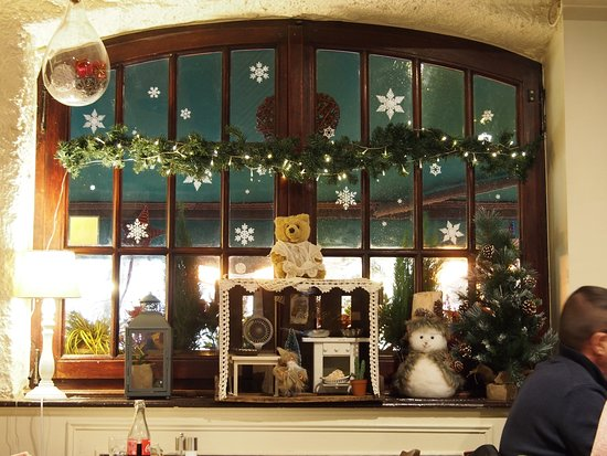 Au Petit Bois Vert: décoration intérieur du restaurant Noël