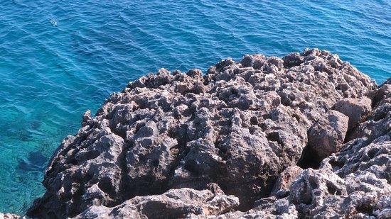 Cape Greco National Forest Park: Beauté des roches et de l'eau limpide et turquoise toujours en direction de Konnos