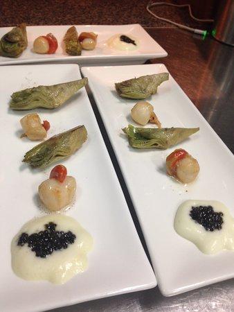 restaurante Era Mola: degustación de vieras , laminas de alcachofas y caviar nacarii