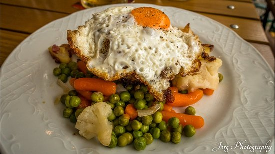 Very german classic meal with vegetables and potatoes and some meat.