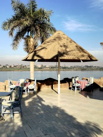 Pyramisa Hotel Luxor : a view of the Nil