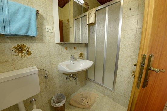 Seeboden, Austria: Die Badezimmer