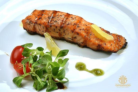 Restaurant Orfeida: Храна за сетивата.... сьомга стек на Josper! #food #restaurant #Orfeida #seafood