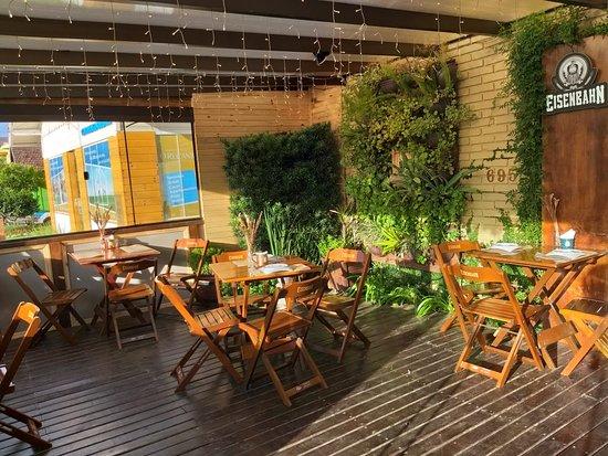 Venha conhecer nosso jardim onde você pode desfrutar a melhor pizza uruguaia da serra gaucha! Além é claro, de um chopp bem gelado ou uma cerveja uruguaia de litro!