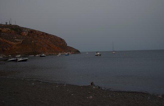 Livadi Beach: la spiaggia di sera ed il mare