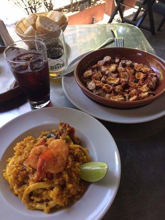 1. prato - arroz com frango, lula e camarão 2. prato - polvo a galega
