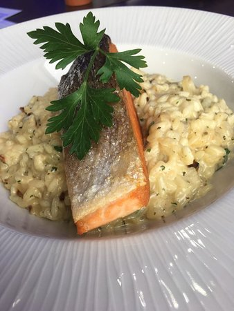 Blu Bar & Restaurant: Light Lunches such as Salmon Fillet Risotto