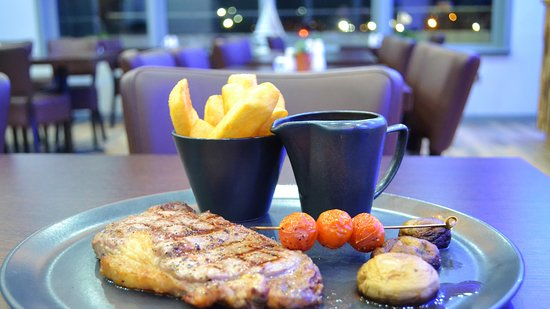 Blu Bar & Restaurant: Finest Quality Scottish Aberdeen Angus Fillet or Rib Eye Steaks cooked to order
