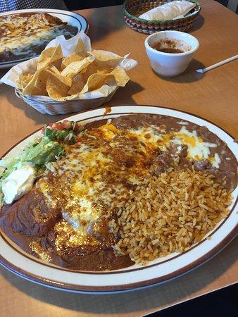 Chowchilla, CA: Enchilada plate