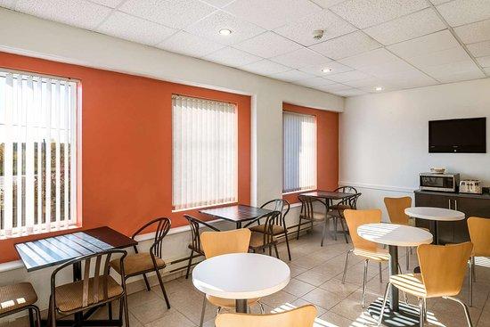 Motel 6 - Moncton: breakfast