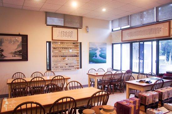 Tea Master Chang Nai Miao Memorial Hall : 寬敞的品茗區。 Wide seating area.