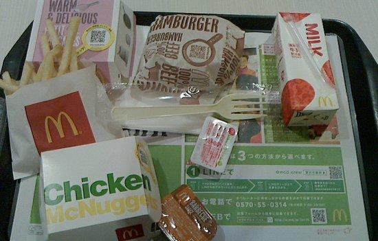 ハッピーセット+プチパンケーキ+ハンバーガー