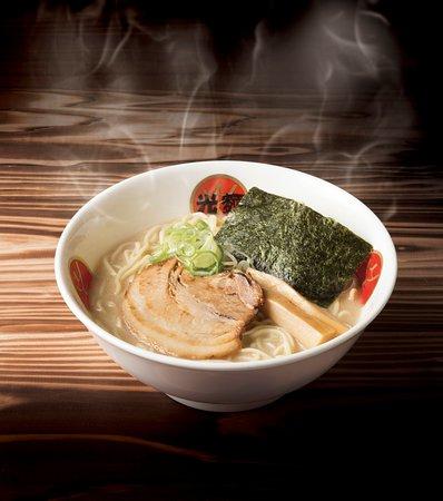 Komen Ebisu : 東京豚骨醤油 熟成光麺 じっくり熟成させ、よりクリーミーに仕上げたスープ 自慢の豚骨スープは8~12時間かけて熟成し、コク、旨みをしっかり 引き出しました。スープを一口飲んだあとの、香ばしい醤油の風味が 香る、東京トンコツの逸品を是非お楽しみください。