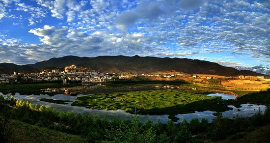 Local Experiences - Ganden Sumtseling, the largest Tibetan monastry in Yunan Province