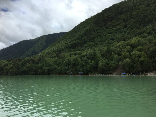 大きなダム湖