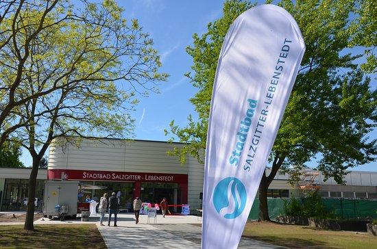 Salzgitter, Germany: Eröffnung des umgebauten Stadtbads 2018.