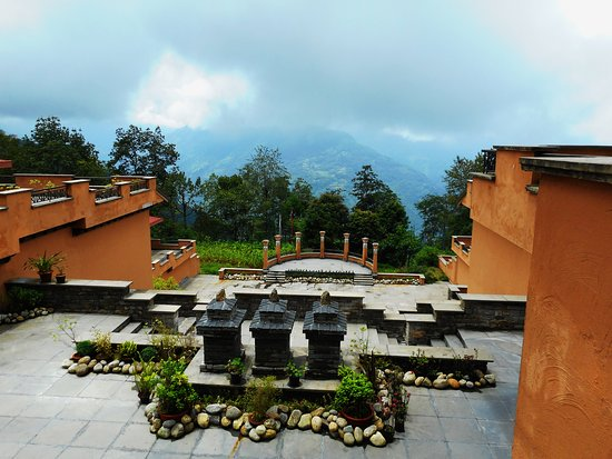 The Chumbi Mountain Resort & Spa : This is the view down to the amphitheater from the central court yard opposite the Main Block