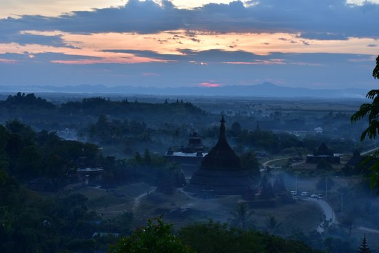Mrauk U, Birmania: This is the view of Yadanabon Pagoda from the Discovery sunset hill.
