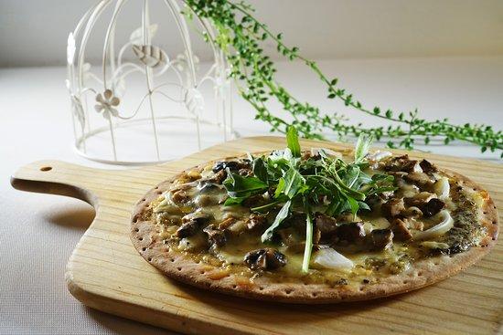 Non Kitchen: Black Truffle Mushroom Pizza