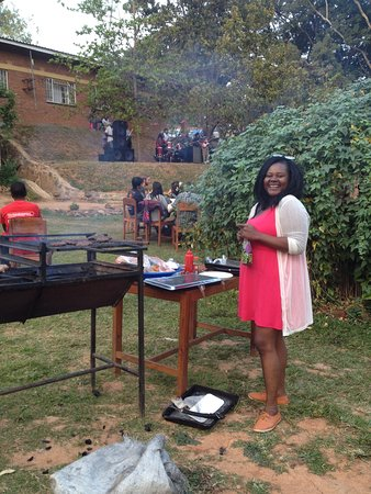 Pakachere Backpackers: Garden party with music and barbeque