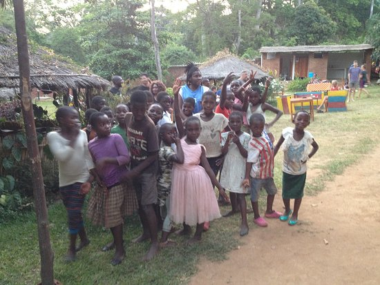 Pakachere Backpackers: The kids from the neighbourhood checking out local artist Lady Pace