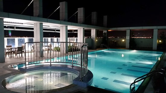 Rose Park Hotel Al Barsha: The pool area is clean with drinks service available. It does get a lot of road noise during busy hours.