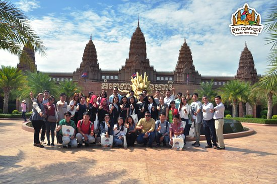 Phnom Penh, Camboya: ភ្នំពេញសាហ្វារី សូមថ្លែងអំណរគុណ ចំពោះក្រុមហ៊ុន និង សមាគមន៍ទេសចរណ៍ ដែលបានអញ្ជើញមកធ្វើទស្សនកិច្ច នៅសួនសត្វរបស់យើងខ្ញុំ #CATA #LYP #PHNOMPENHSAFARI
