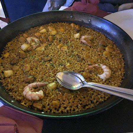 El Colmado de la Rivera: Paella