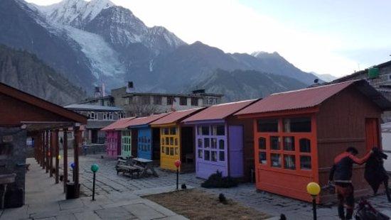 Nepal Trekkers: manang village