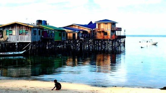 Pulau Mabul, Malasia: Non solo hotel di lusso,si può dormire in palafitte sull'acqua,romantiche e spartane. Meravigliosa Mabul.