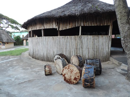 St Lucia, Afrique du Sud : Drums made with skin and wood used during ceremonial dances