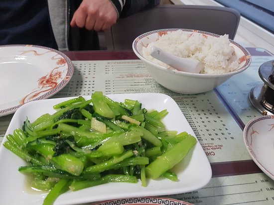Wing Kee: rice ang vegetables with garlic