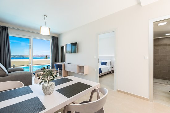 """Plaka, Grèce: """"Ground floor executive suite with pool/sea view"""""""