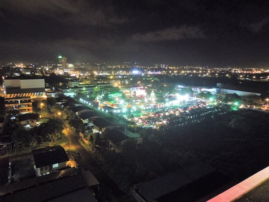 LA Hotel: night view from Roof Garden Lounge