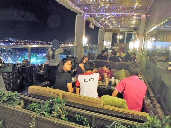 LA Hotel: Roof Garden Lounge