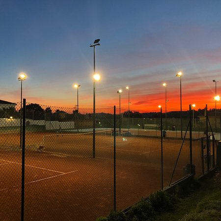 Very cozy little tennis club: 3 hard courts and 2 new clay courts. All ages, nicest mix in in the mornings. They get you a partner if you do not have one. Just perfect!