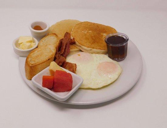 Maya Beach Hotel Bistro: Big American breakfast