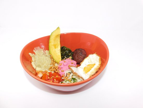 Maya Beach Hotel Bistro: Lots of breakfast options like this protein bowl