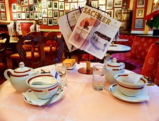 Гид в Зальцбурге - Андрей Зальпиус: Когда за окном снежный шторм, то нет ничего более желанного, чем скоротать время между экскурсиями за чашечкой кофе или ароматного чая в по-домашнему уютных Зальцбургских Кофейнях!