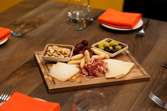 Tahu Restaurant and Bar: charcuterie board